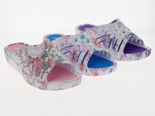 .Da.-Badepantolette, EVA-Sohle, Keilabsatz, Blumenmuster, rosa+lila+blau