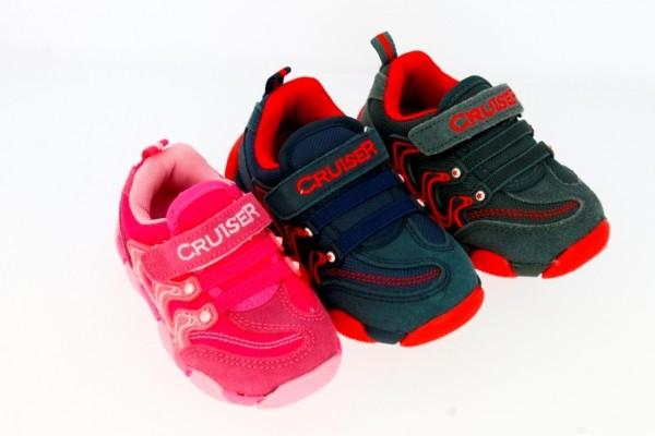 Ki.-Sportschuh, 1×Klett, TPR-Sohle, 2×Gummibänder, außen Wildleder, grau-rot+dblau-rot+rosa-pink