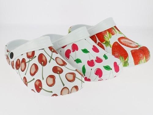.Da.-EVA Clogs, ohne Löcher, mit Riemen, weiß mit Erdbeeren oder Kirschen
