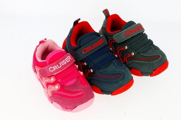 .Ki.-Sportschuh, 1×Klett, TPR-Sohle, 2×Gummibänder, außen Wildleder, grau-rot+dblau-rot+rosa-pink
